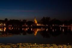 Il tempio antico alla notte Immagine Stock