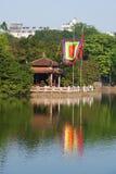 Il tempio della montagna della giada sul lago Hoankyem nel giorno soleggiato Fotografia Stock Libera da Diritti