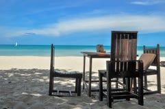 Il tempio della spiaggia della Tailandia oscilla Krabi Immagine Stock