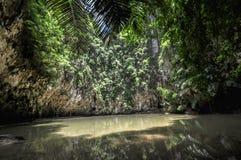 Il tempio della spiaggia della Tailandia oscilla Krabi Fotografie Stock Libere da Diritti