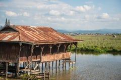 Il tempio di galleggiamento nel lago uno Inle della maggior parte del posto dell'attrazione turistica nel Myanmar Fotografie Stock Libere da Diritti