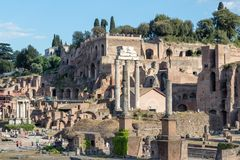 Il tempio di Julius Caesar ed il tempio della macchina per colata continua e di Pollux fotografie stock libere da diritti