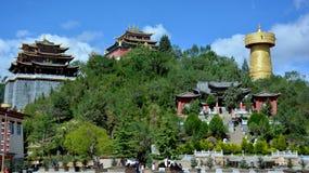 Il tempio di si di Guishan ed i più grandi buddisti spingono dentro Shangri-La, Cina fotografia stock libera da diritti