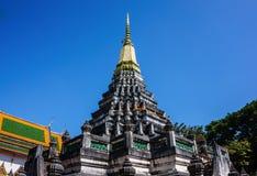 Il tempio ed il cielo blu del santuario fotografia stock libera da diritti