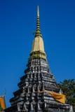Il tempio ed il cielo blu del santuario fotografie stock libere da diritti