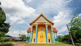 Il tempio ha murali che sono storie buddisti del Buddha stock footage