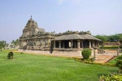 Il tempio Jain, anche conosciuto come Brahma Jinalaya, Lakkundi, il Karnataka, India fotografie stock