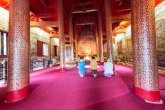 il tempio molto bello di Wat Phra Singh fotografie stock libere da diritti
