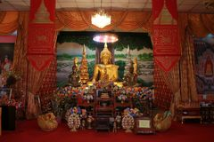 Il tempio in Tailandia là è un bello Buddha Scultura antica di legno Wat Thai Samakkhi, Mae Sot District, Tak Province Immagine Stock Libera da Diritti
