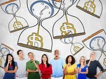 Il tempo è denaro concetto di misura di conto alla rovescia di investimento di Sandglass Immagini Stock Libere da Diritti