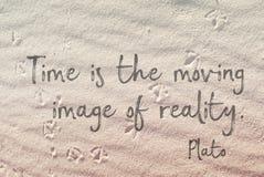 Il tempo è sulla sabbia Platone immagini stock