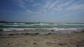 Il tempo avvolge la baia del tartaro della spuma alla mattina dell'estate di Kazantip Crimea video d archivio