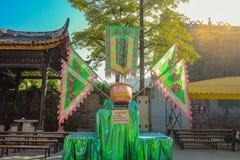 Il tempo di cinese Lion Drum e di manifestazione del ballo di leone cinese in Wong Fei-ha appeso Memorial Hall Porcellana della c fotografie stock