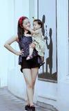 Il tempo libero della famiglia, bambino si diverte con la madre Immagini Stock