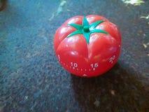 Il temporizzatore rosso di Pomodoro da aiutare nella concentrazione, migliora la produttività fotografie stock