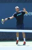 Il tennis professionista Tommy Haas dalla Germania pratica per l'US Open 2013 fotografie stock