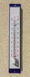 Il termometro della via mostra 23 gradi Fotografia Stock