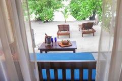 Il terrazzo ha preparato per la data romantica alla località di soggiorno tropicale fotografie stock
