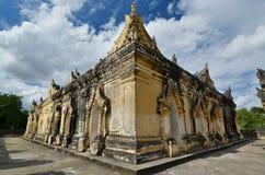 Il terrazzo superiore Maha Aungmye Bonzan Monastery Inwa Regione di Mandalay myanmar immagini stock