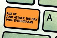 Il testo della scrittura aumenta su ed attacca il giorno con entusiasmo Il significato di concetto è chiave di tastiera motivata  illustrazione vettoriale