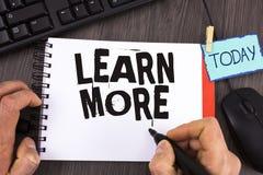 Il testo della scrittura impara più Lo studio di significato di concetto sviluppa più duro le nuove abilità che le abilità otteng Fotografie Stock