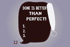Il testo di scrittura di parola fatto è migliore di perfetto Il concetto di affari per fa non la preoccupazione per la perfezione illustrazione di stock