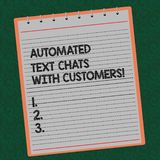 Il testo di scrittura di parola ha automatizzato le chiacchierate del testo con i clienti Il concetto di affari per il bot di chi fotografia stock libera da diritti
