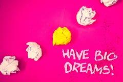 Il testo di scrittura di parola ha chiamata motivazionale di grandi sogni Concetto di affari per il backgr futuro di rosa di Desi immagine stock libera da diritti