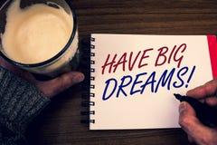 Il testo di scrittura di parola ha chiamata motivazionale di grandi sogni Concetto di affari per il blocco note futuro Han di Des immagine stock