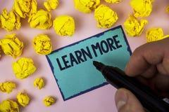 Il testo di scrittura di parola impara più Il concetto di affari per lo studio sviluppa più duro le nuove abilità che le abilità  Fotografie Stock Libere da Diritti