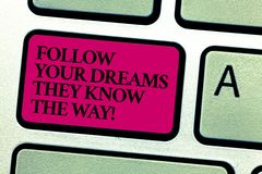 Il testo di scrittura di parola segue i vostri sogni che conoscono il modo Concetto di affari affinchè motivazione di ispirazione immagini stock libere da diritti