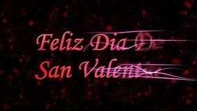 Il testo felice di San Valentino nello Spagnolo Feliz Dia De San Valentin si gira verso polvere dalla destra su fondo scuro Immagini Stock Libere da Diritti