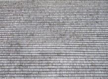 Il tetto è coperto di assicelle di legno Fotografia Stock Libera da Diritti