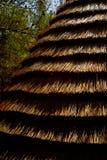 Il tetto è fatto di paglia Vecchio tipo del tetto Dettaglio storico fotografia stock libera da diritti
