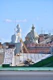 Il tetto dell'alloggio di Rossi in biblioteca nazionale della Russia e nella scultura di Minerva - la dea di saggezza Fotografia Stock Libera da Diritti