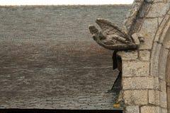 Il tetto di vecchia chiesa francese in Brittany immagine stock
