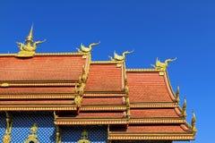 Il tetto di Wat Rong Sua Ten a nord della Tailandia Immagine Stock Libera da Diritti