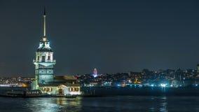 Il timelapse nubile della torre del ` s all'ora blu sul Bosphorus a Costantinopoli, Turchia stock footage