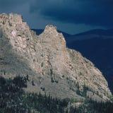Il timpano e la tempesta d'avvicinamento da Odessa Lake Trail, Rocky Mountain National Park, Colorado Immagine Stock