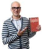 Il tipo bello tiene un manuale apprendimento del concetto spagnolo Fotografia Stock Libera da Diritti