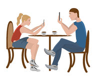 Il tipo e la ragazza stanno sedendo in un caffè Fotografie Stock