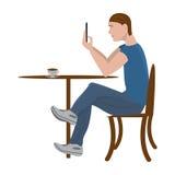 Il tipo sta sedendosi in un caffè ed in una scrittura Fotografia Stock Libera da Diritti