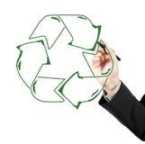 Il tiraggio dell'uomo di affari ricicla il riciclaggio del segno fotografia stock
