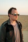 Il tirante negli occhiali da sole. fotografia stock libera da diritti