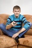 Il tirante passa la TV insoddisfatta Fotografie Stock