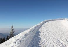 Il Toboggan funziona in alpi tedesche invernali, cielo blu Immagini Stock Libere da Diritti