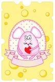 Il topo rosa divertente tiene un cuore Fotografia Stock