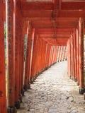 Il torii rosso della colonna santuario Fukuoka Giappone di Inari di toku in YÅ « fotografia stock libera da diritti