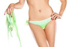 Il torso della donna in un bikini fotografie stock libere da diritti