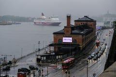 Il traghetto di Stoccolma, Svezia arriva al porto Immagine Stock